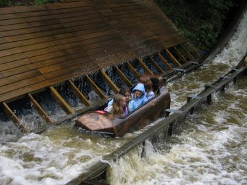 Gullivers Kingdon Log Flume