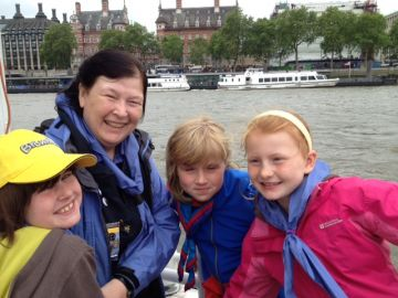 Guides on the Thames